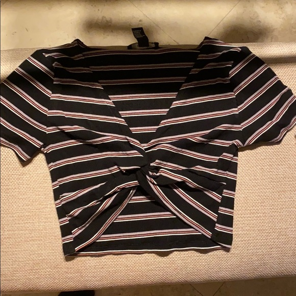 Forever 21 Tops - NWT knotted striped crop top